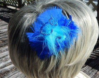 Blue feather hair comb with beaded accent