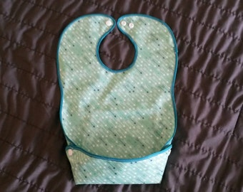 Mint Arrows Adjustable Snap Bib with Tray