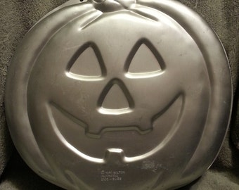 Wilton 1995 Pumpkin Jack-O-Lantern Cake Pan 2105-3068 With Instructions
