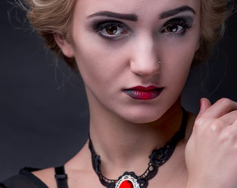 Elegant GOTHIC VAMPIRE Glamour CHOKER black guipure with beautiful adornment, black and red, necklace, neckpiece