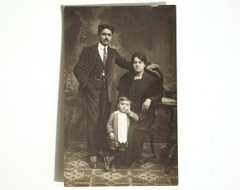 Antique Photo FAMILY 1910s, real photographic postcard 1918 from Italy