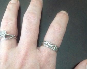 SALE! Sterling Silver Vine Ring -- Size 8