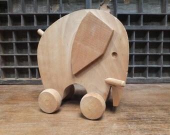 Wooden Toy / Elephant wooden roller / Vintage
