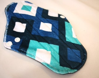 "9"" Regular - Minky - Reusable Cloth Pad"