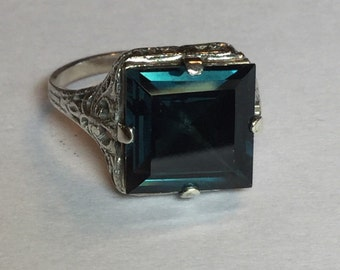 Vintage Art Deco Filigree Sterling Silver Ring with Deep Blue Green Stone