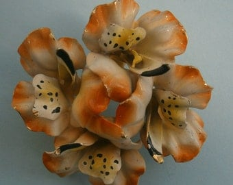 B648) A lovely vintage gold tone metal and orange and yellow enamel 3D sculptural flower circular brooch