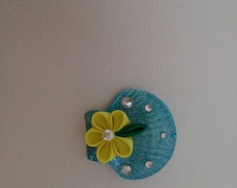 Thumb crafted yellow flower brooch