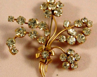 Flower Brooch Diamante in Yellow Metal - Bling sparkles