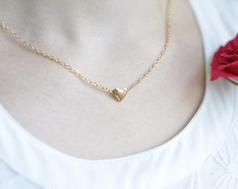 Necklace in gold - jewelry piece with heart