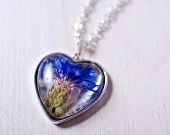 Heart shape resin necklace with pressed flower