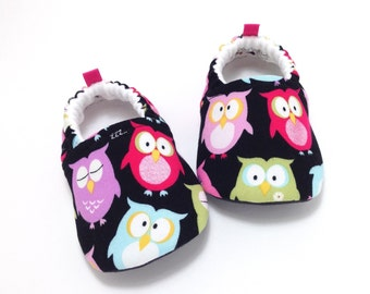 Owl Baby Shoes, Soft Sole Baby Shoes, Baby Booties, Baby Shower Gift, Toddler slippers, Baby Shower Gift, Black baby shoes, baby girl