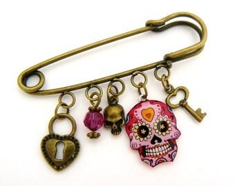 Brooch pink skull