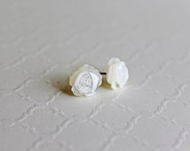 Petite Ivory Mother of Pearl earrings. Mini roses 8mm, Mother of Pearl, petite flower, valentine's gift, spring collection