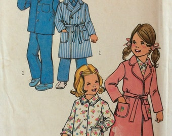 Simplicity 7068 child's robe and pajamas size 5 vintage 1970's sewing pattern