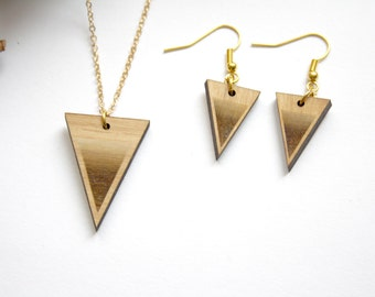 Triangle jewelry adornment set, wooden geometric necklace collar, wood earrings, modern, minimal style, graphic jewel, brown and gold color