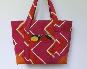 Tote Bag/Shoulder Bag/Handbag/Purse/Fashion Bag/Everyday Bag/Red and Fuchsia Zig Zag