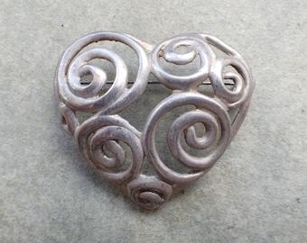 Vintage silver tone swirl Heart brooch AB601