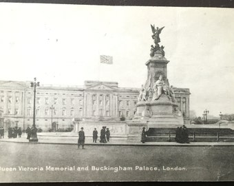 Vintage London - Buckingham Palace postcard! Late 1800s-early 1900s!
