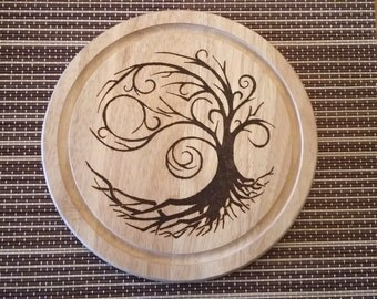 Engraved round wooden serving/chopping board