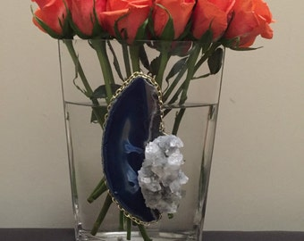 Agate adorned flower vase