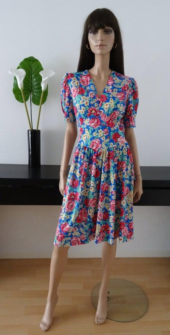 Modele robe robe vintage modele paris bleue fleurie taille for Robe longue lpb