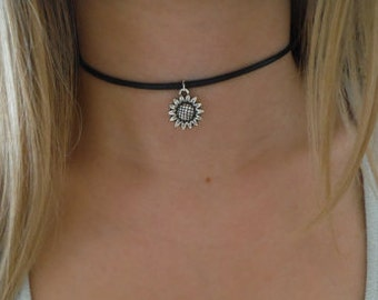 Sunflower 90s Black Leather Choker. Boho Flower Choker Necklace Hipster Sunflower Charm Choker Hippie Goth Gothic Jewelry Jewellery