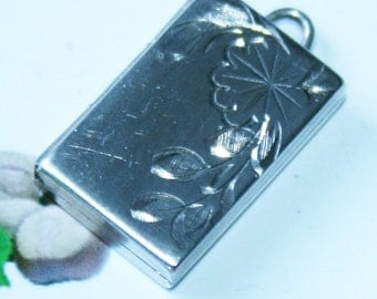 Vintage Hallmarked 925 silver locket and chain, 1968. Opens to take two photos