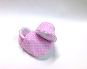 Polkadot shoes, baby shoes, crib shoes, polkadot baby, baby booties, soft sole, baby moccs, girl, kids shoes, girl, pink shoes