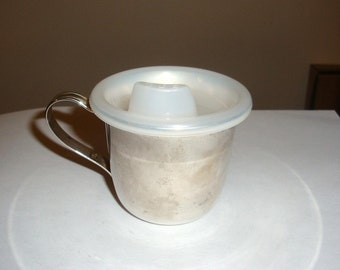 Baby silver plate sippy cup in very good condition except for a little bit of tarnish. I got most of it off. The lid is tight. 4 oz cup