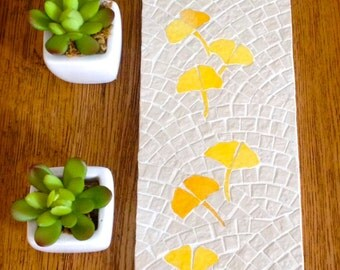 For table or wall decoration