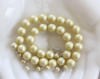 Vintage Glass Pearl Strand Pale Yellow Faux Pearl Choker Necklace