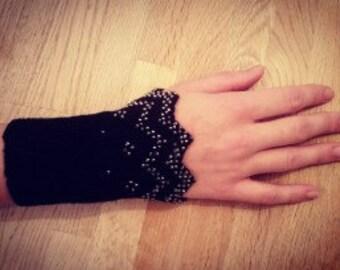 Wrist warmers w pearls / REA Handledsmuddar med pärlor