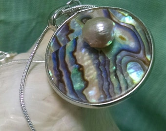 1515N Shell Disk & Fresh Water Pearl Necklace