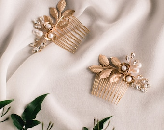 HESTIA - gold bridal comb with crystals, bohemian wedding comb with pearls and flowers and leaves