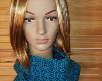 Knitted Cowl. Handmade. Teal.