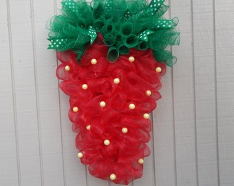 Strawberry Wreath, Strawberry Mesh wreath, Spring Wreath, Summer wreath, spring mesh wreath, summer mesh wreath