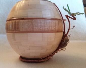 Globe vase with wire vine