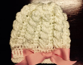 Newborn/Infant cable beanie w/bow