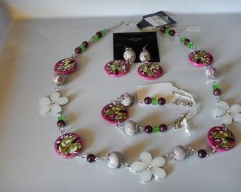 Set 3 piece, fushia, a white metal flower