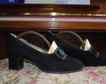 Pair of suede shoes  1960    T: 4.5 (UK)