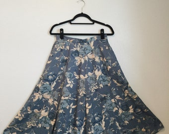 Vintage floral skirt / floral blue and cream skirt / pockets / midi skirt