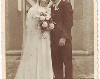 Vintage Photo - A special moments - Wedding photo - Bride - Groom - Wedding dress - Romantic photo - Vintage Snapshot - Polish Photo - 1950s