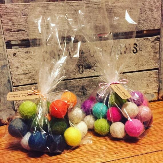 25 loose felt balls