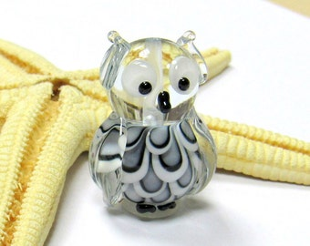SMAUGGS handmade little owl (1p, 25mm x 17mm x 15mm), glass, black, white, hole 2mm, SRA