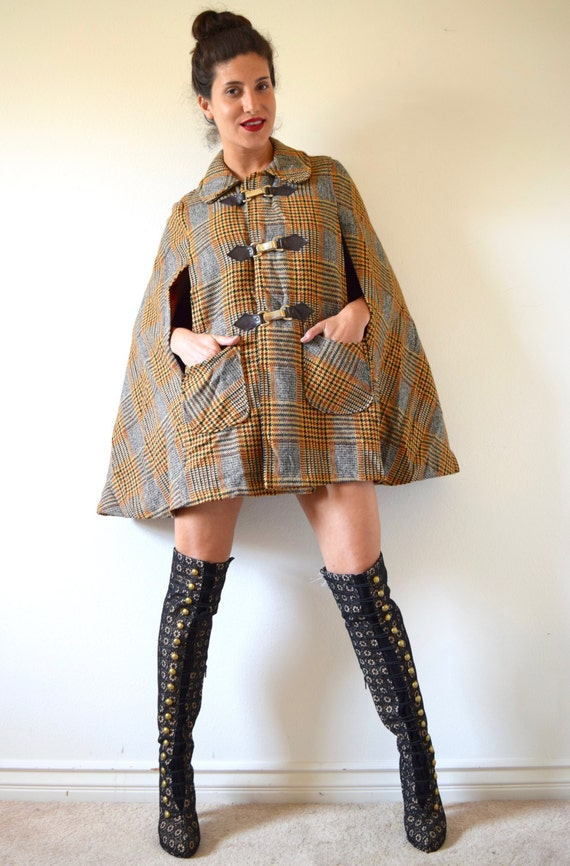 SPRING SALE/ 20% off Vintage 60s 70s Paddington Station Houndstooth Tweed Peter Pan Collar Wool Capelette