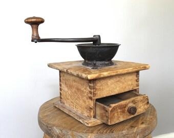 Antique Coffee Grinder, Vintage Coffee Grinder, Hand Crank Grinder. Coffee Lover, Photo Prop, Farmhouse Kitchen Coffee Mill