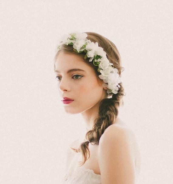 White flower crown, Bridal floral headpiece, White hair wreath, Floral Bridal circlet, Boho flower crown, White flower headpiece, WG11