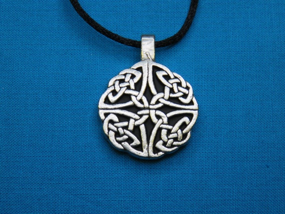 Small Circular Celtic Knotwork Pendant in Silver Pewter, open, Handmade, Handcast STK058