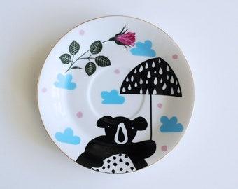 Bear with an umbrella plate