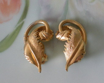 Vintage Multi-Texture Clip On Earrings Gold Plated Florentine-Polished-Snake Chain Details
